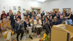 """Volles Haus bei der Eröffnung der Ausstellung """"Das Alter in der Karikatur"""" im Sozialministerium Baden-Württemberg Quelle: Sozialministerium Baden-Württemberg"""
